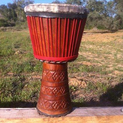 תוף דג'מבה מעץ לנקה (גינאה)
